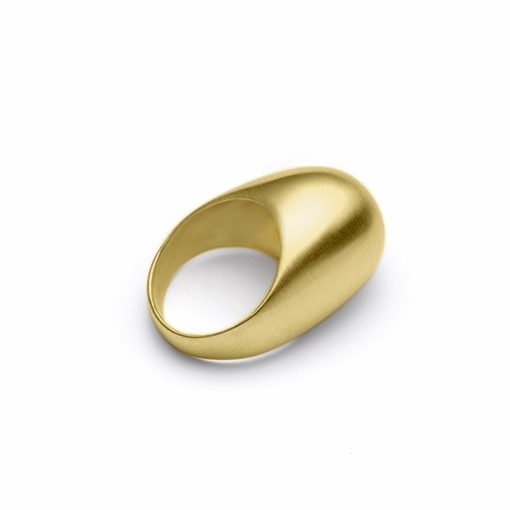 The Le Corbusier ring from The Modernists collection is handmade by Julie Bégin using pure 14k yellow gold.