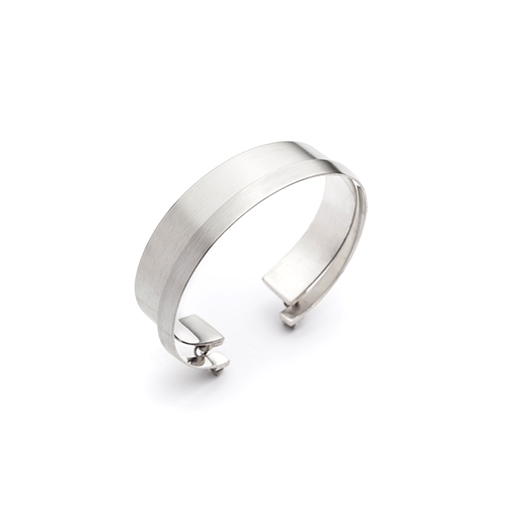 The Neutra double bracelet from The Modernists collection is handmade by Julie Bégin using pure sterling silver.