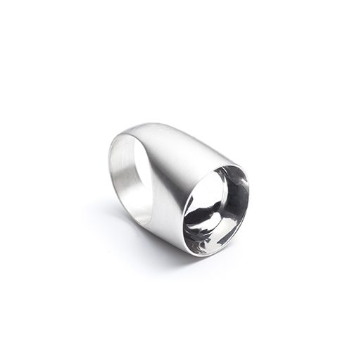 The Saarinen ring from The Modernists collection is handmade by Julie Bégin using pure sterling silver.
