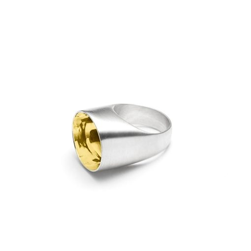 The Saarinen ring from The Modernists collection is handmade by Julie Bégin using pure sterling silver with 14k yellow gold.