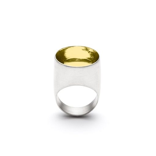 The Saarinen ring from The Modernists collection is handmade by Julie Bégin using pure sterling silver and 14k yellow gold.