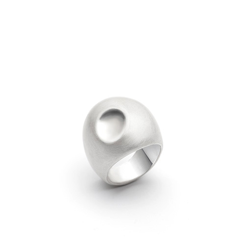 The Mendelsohn ring from The Modernists collection is handmade by Julie Bégin using pure sterling silver.